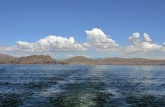 Auf dem Titicacasee mit Blick zur Bucht von Puno