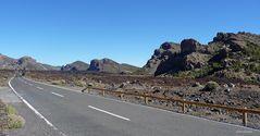 Auf dem Weg zum Teide durch Vulkanlandschaft