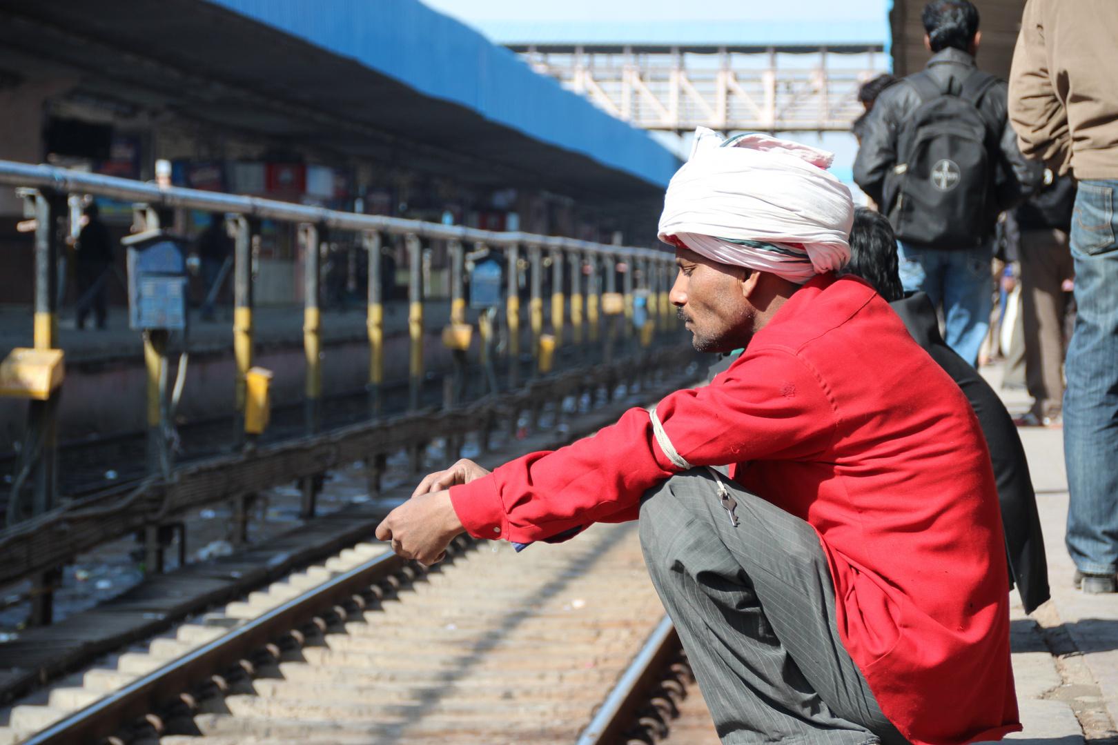 Auf den Zug warten.....