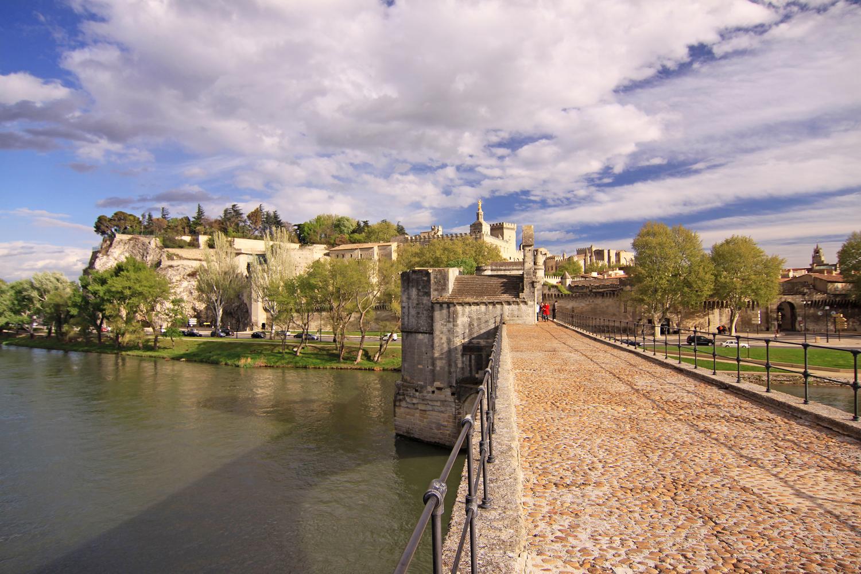 auf der Brücke von Avignon...