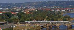 Auf der Dresdner Eisenbahnbrücke, neben der Marienbrücke gelegen...