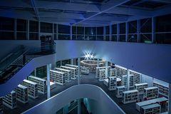 auf der Galerie in der neuen Stadtbibliothek im Forum Confluentes