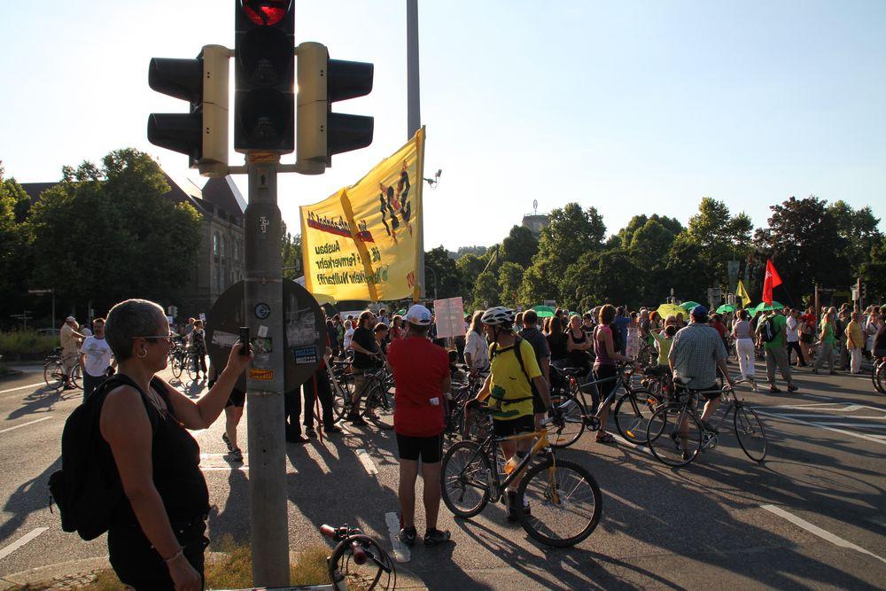 AUF DER KREUZUNG Montagsdemo Stuttgart Juli2010 +2014