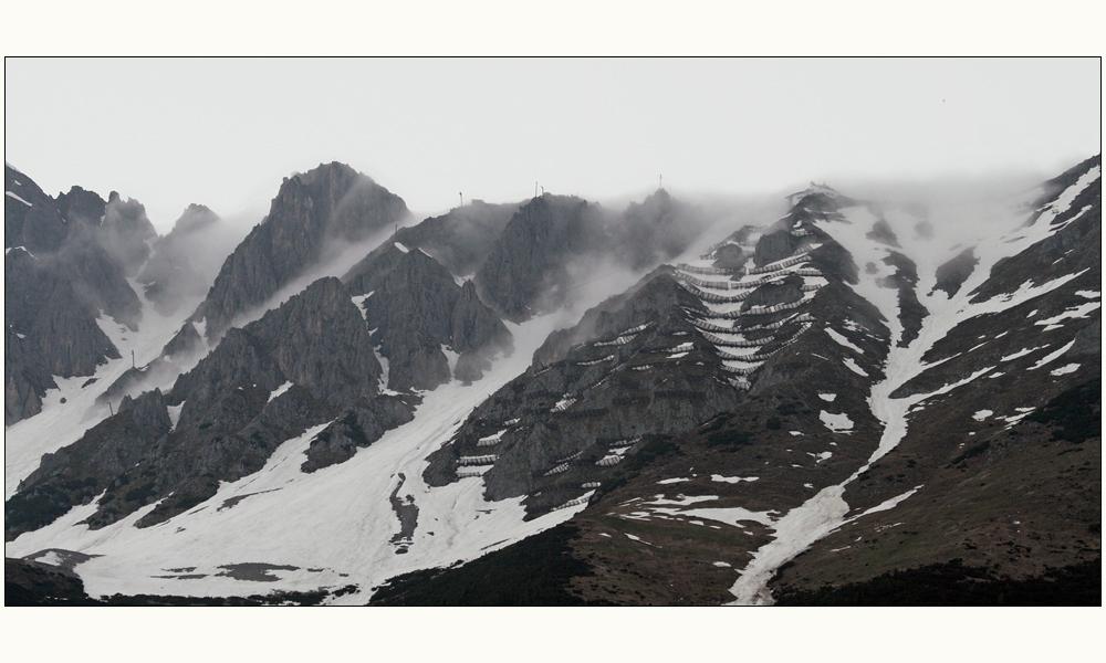 auf der Nordkette steigt nach dem Regen der Nebel auf