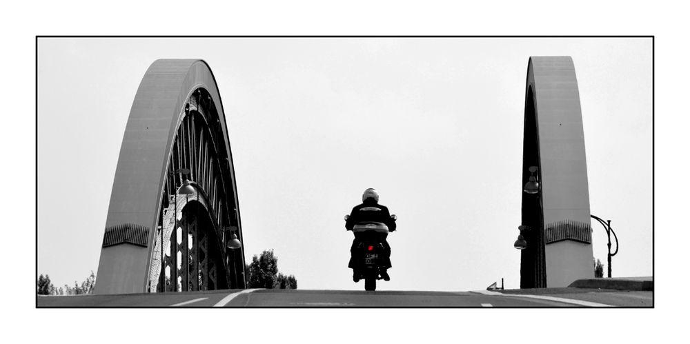 Auf der Osthafenbrücke