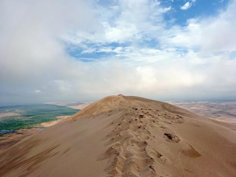 """Auf der """"Singenden Düne"""" in der Wüste Gobi"""