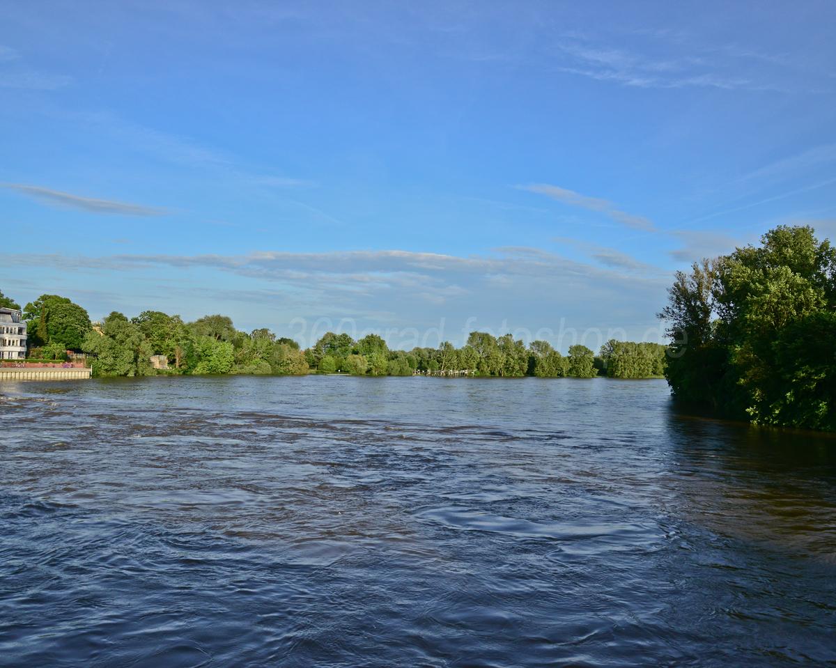 Auf der Stadtparkbrücke Magdeburg