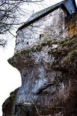 Auf Dolomitfelsen thronend