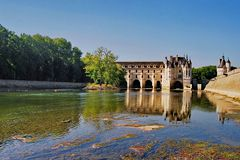 Auf eine Brücke über den Fluß Cher gebaut: Schloß CHENONCEAU