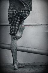 * Auf einem Bein kann man nicht stehen ...