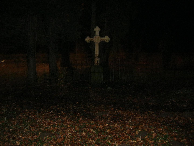Auf einen alten Friedhof (Nachts)
