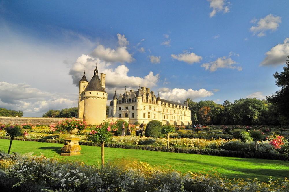 Auf einer Brücke über den Cher gebaut: Schloss Chenonceau in Frankreich