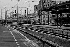 """"""" auf Gleis 4 fährt ein: ..."""""""