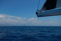 Auf weinfarbenem Meer segeln zu anderen Menschen