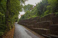 Aufgang zur Burg Altdahn