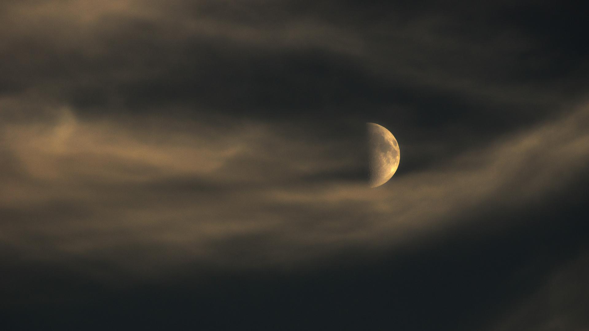Auflösender Mond