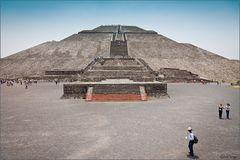 """Aufstieg zur Sonnenpyramide """"Teotihuacan"""""""