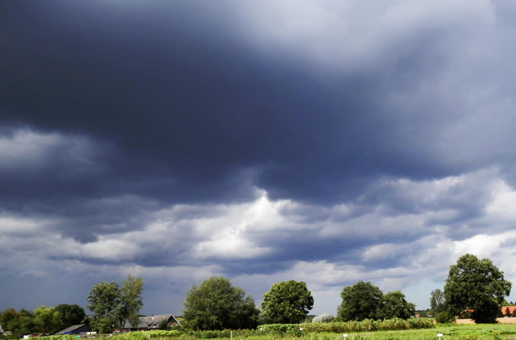 Aufziehendes Gewitter über Münster-Gievenbeck im Sommer 2014
