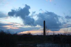 aufziehendes Unwetter über der alten Ziegelei in Sachsenhagen