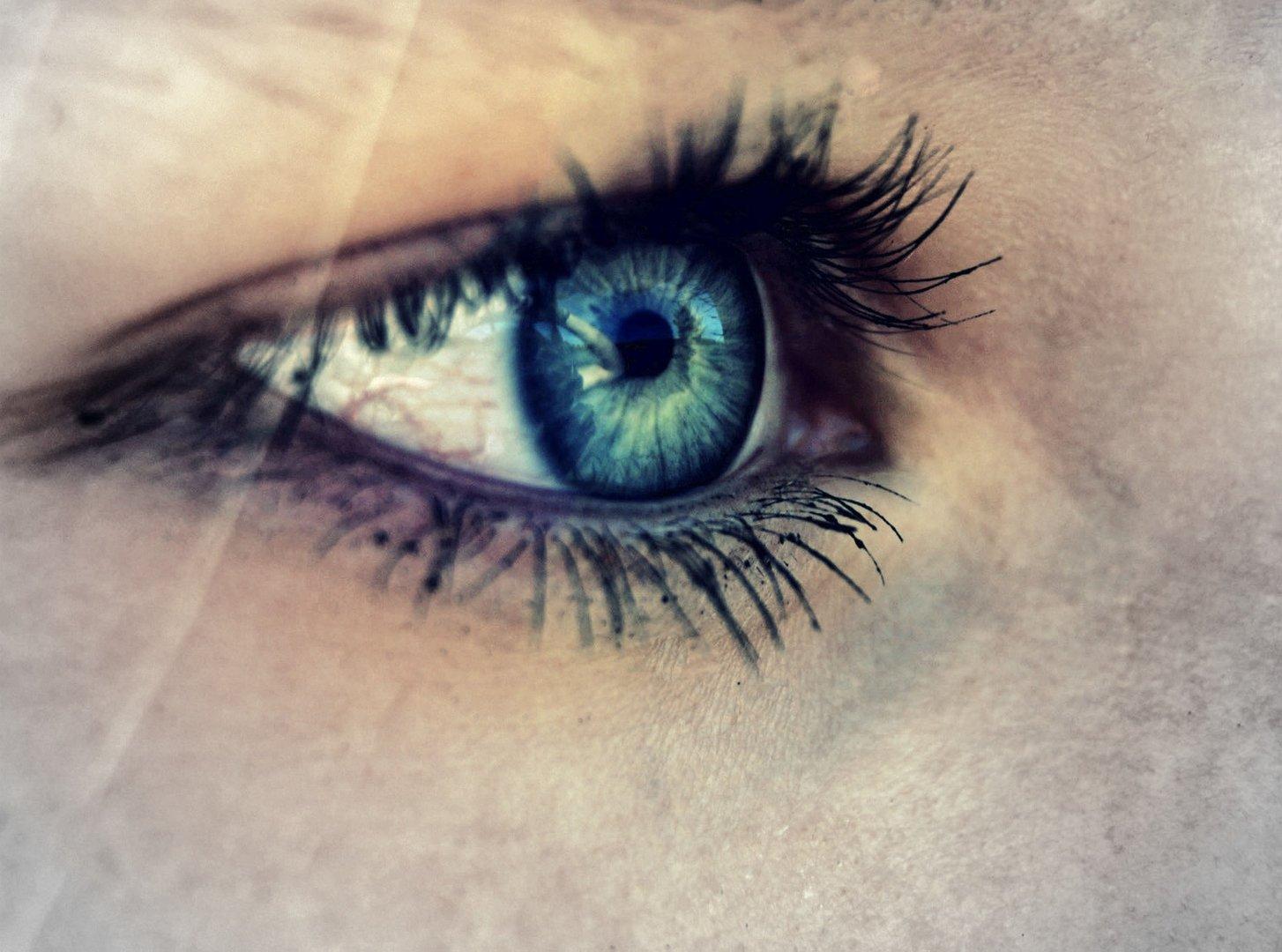 Auge ...
