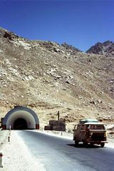 August 1971, mein VW-Bus am Salang Pass, Afghanistan