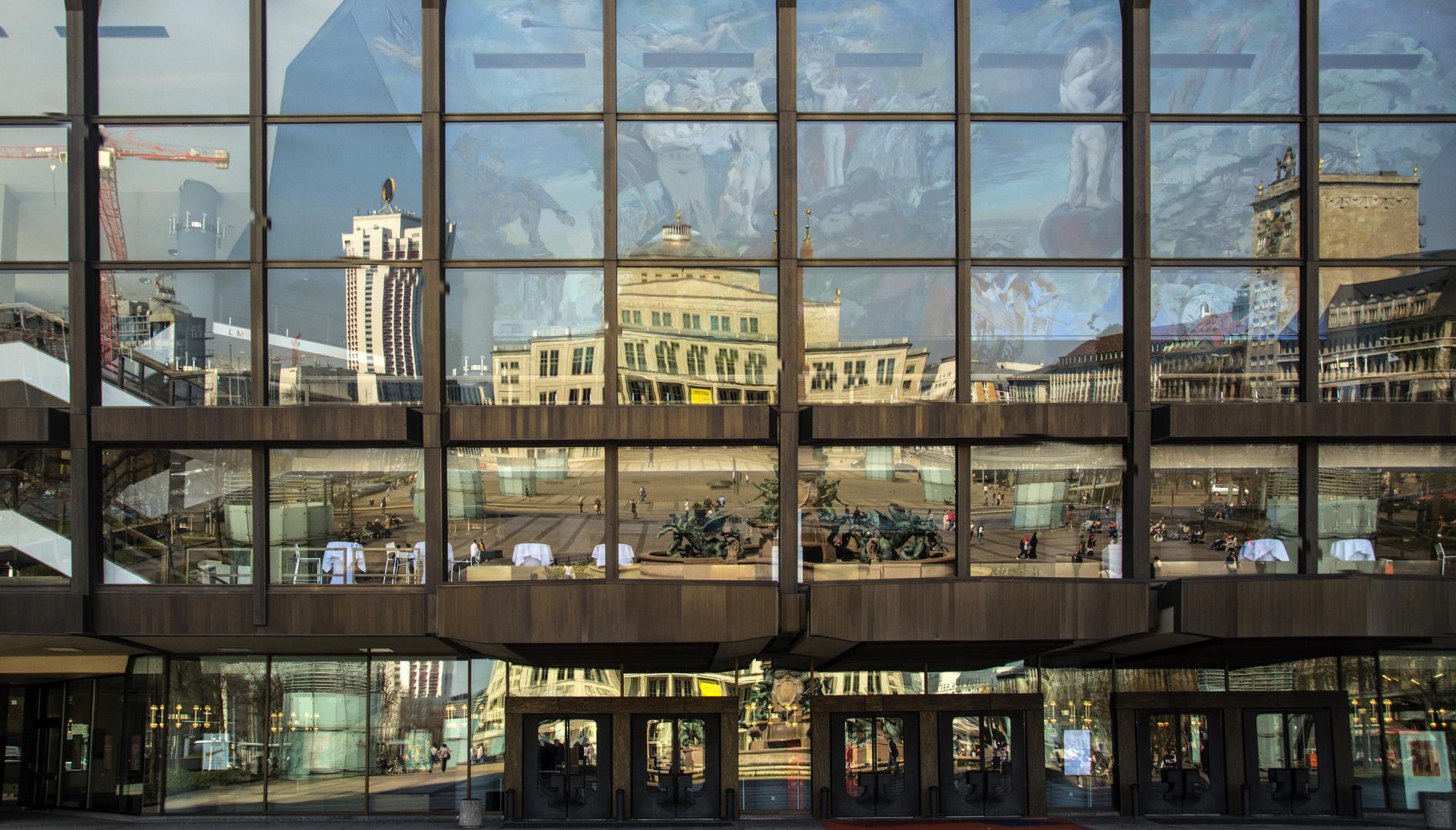 Augustusplatz im Spiegel