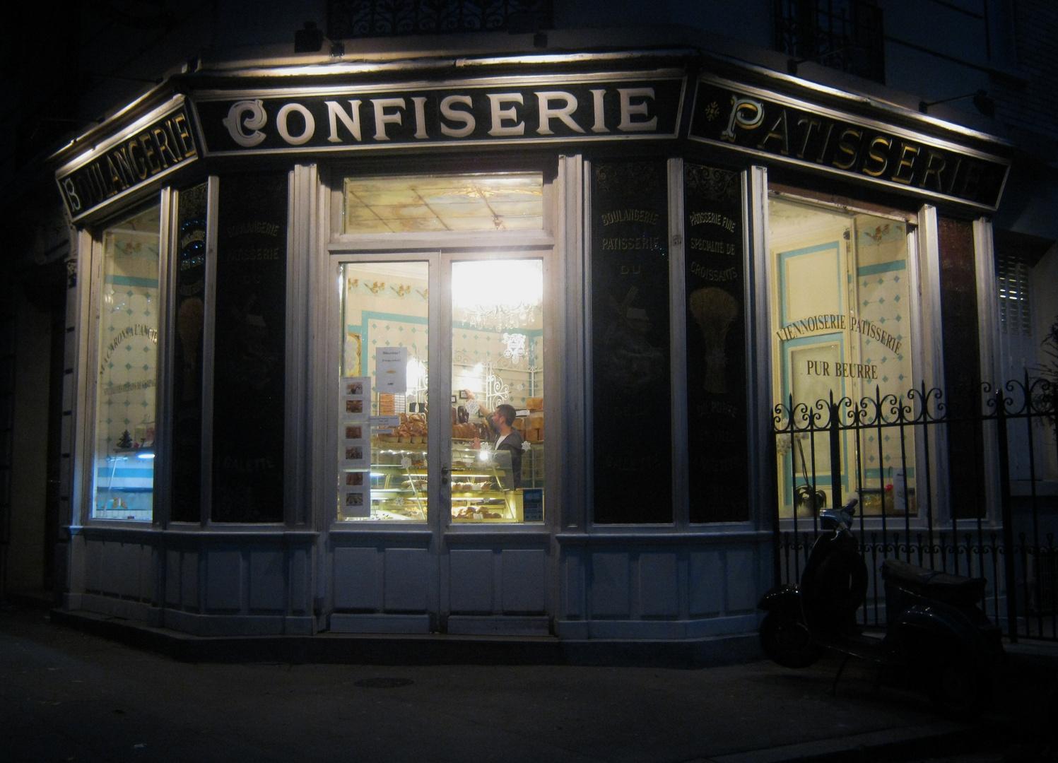 Aurore automnale sur Boulangerie .... rue Caulaincourt Paris XVIII arr