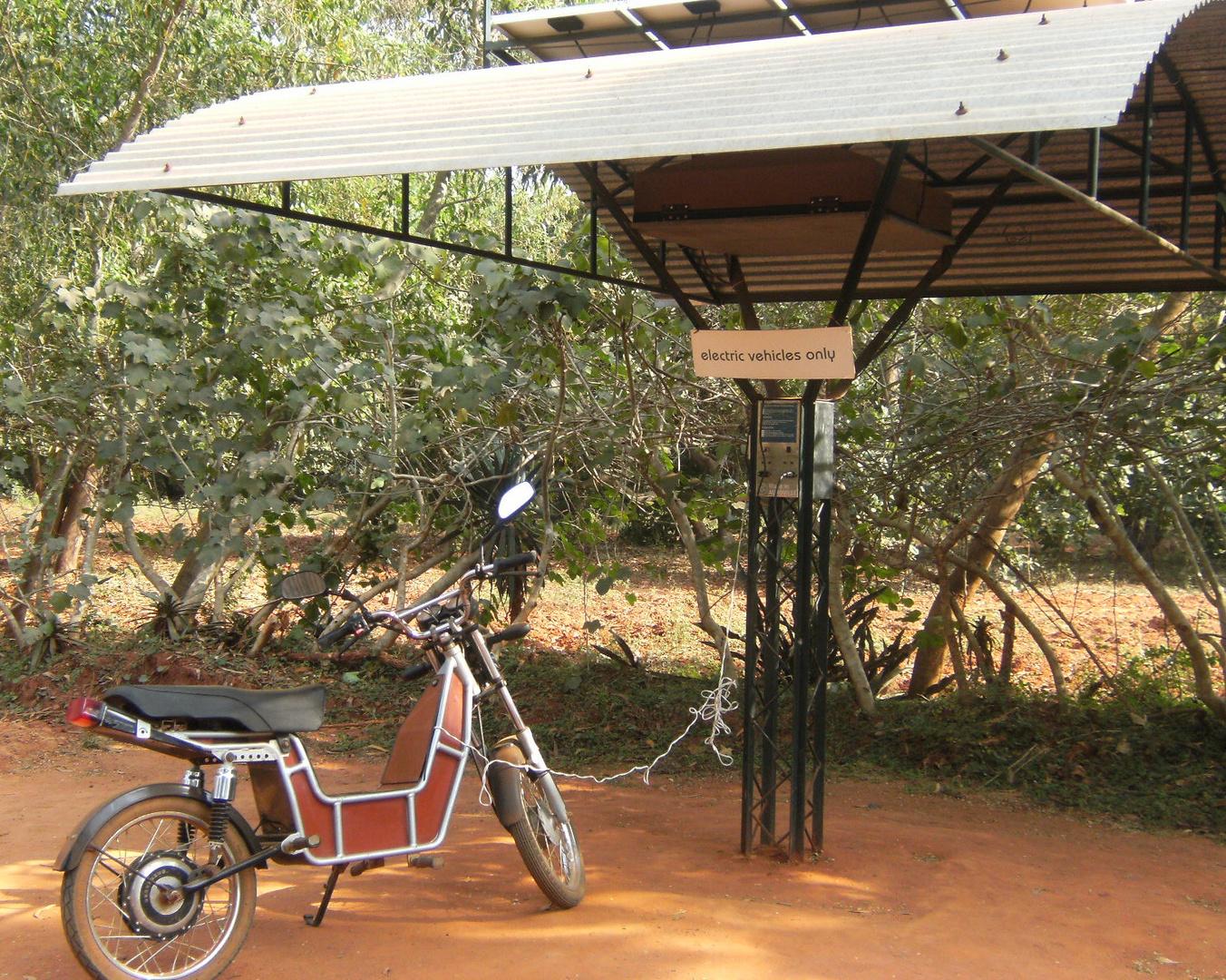 À Auroville recharger ses batteries c'est gratuit , l'eau potable aussi ...