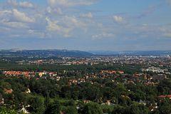 Aus den Radebeuler Weinbergen Blick bis zur Sächsischen Schweiz über Dresden