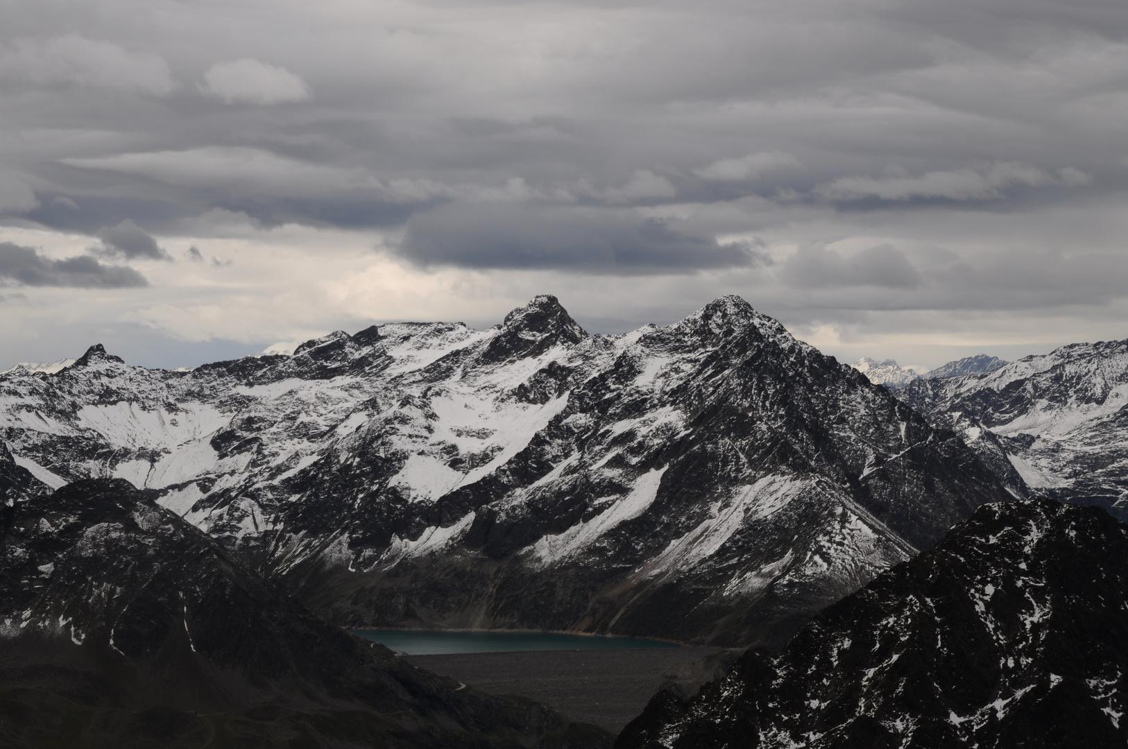 Ausblick vom Grieskogel im Sellraintal auf den Stausee