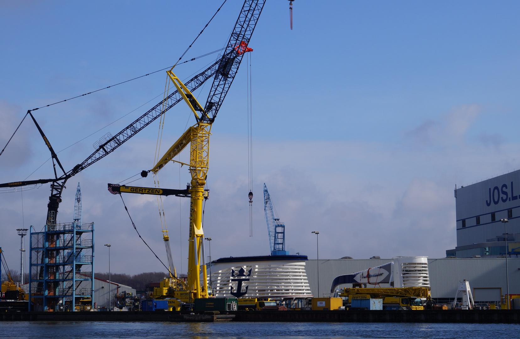 Ausdocken auf der Meyer Werft Teil 10
