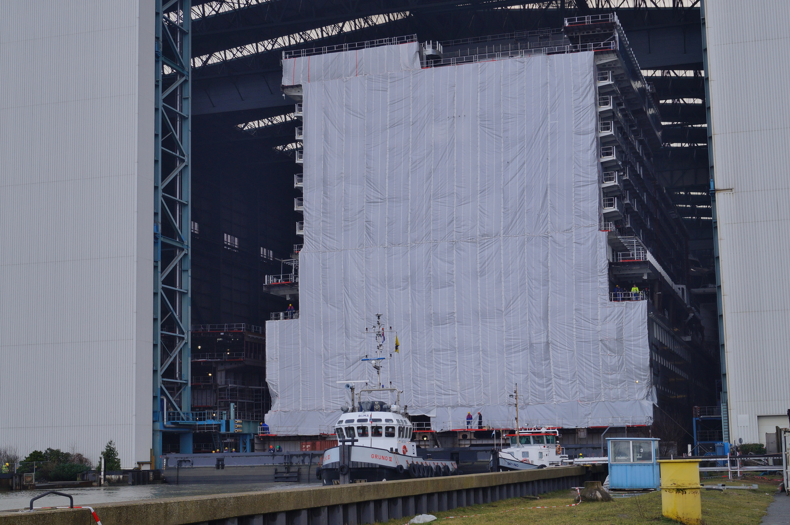 Ausdocken auf der Meyer Werft Teil 11