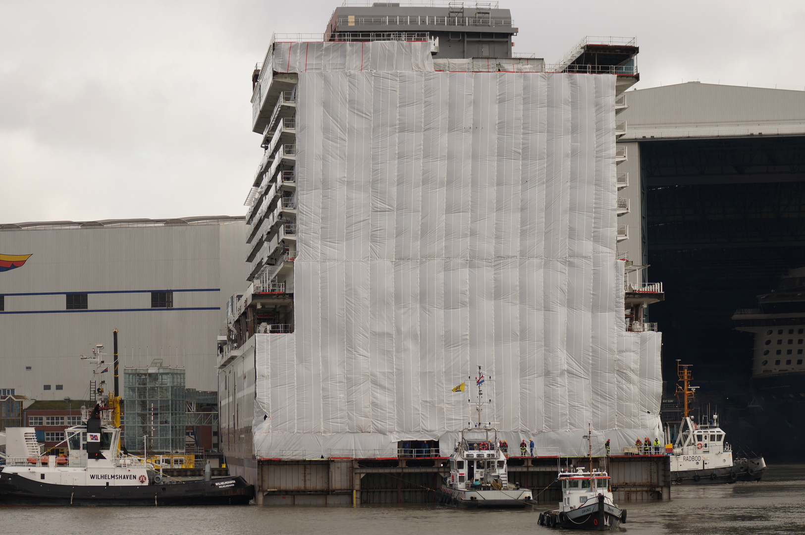Ausdocken auf der Meyer Werft Teil 18