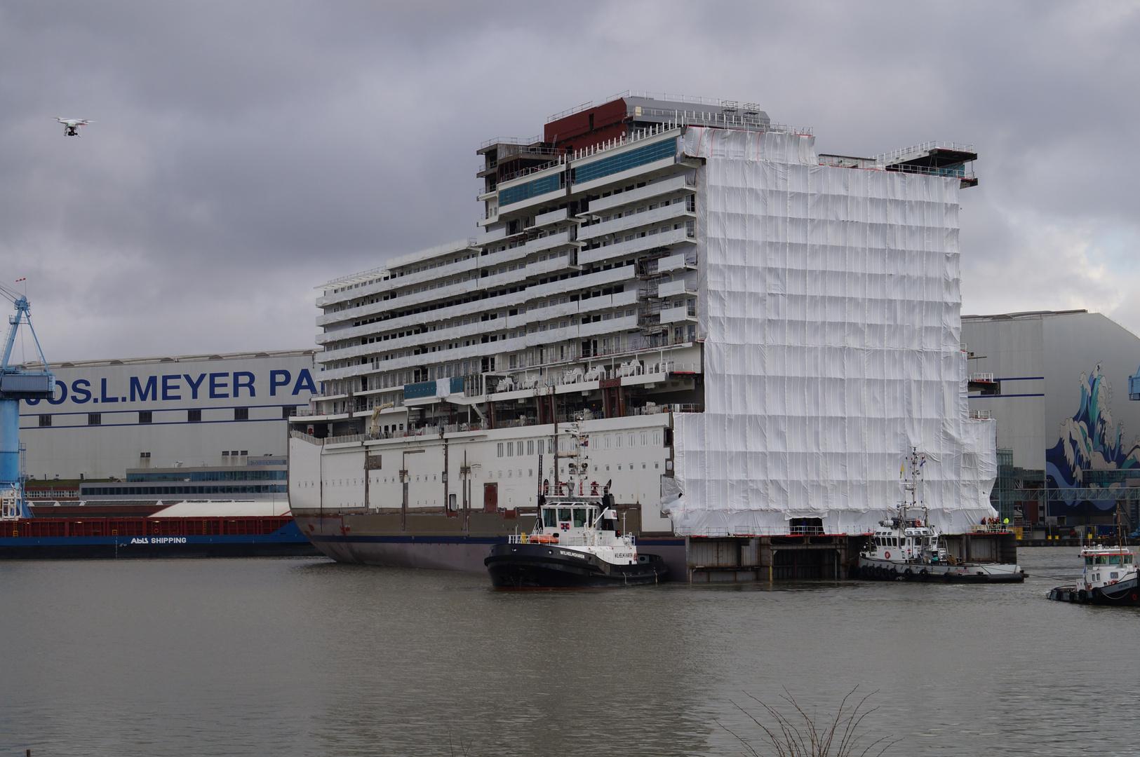 Ausdocken auf der Meyer Werft Teil 19