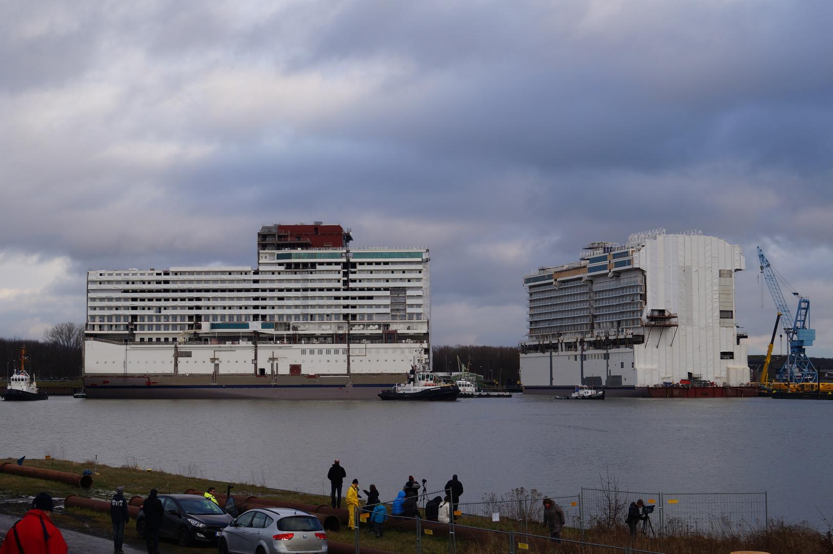Ausdocken auf der Meyer Werft Teil 20