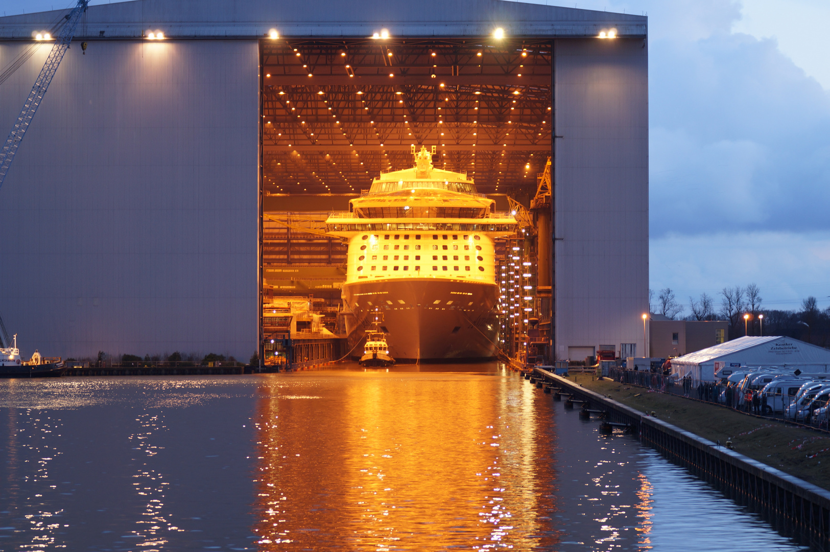 Ausdocken auf der Meyer Werft Teil 23