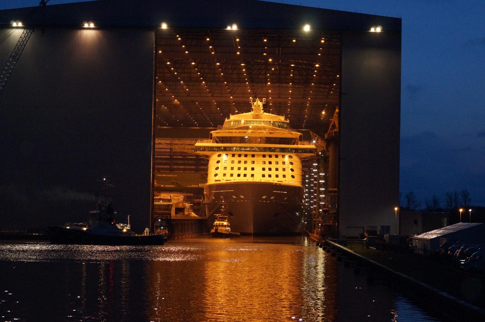 Ausdocken auf der Meyer Werft Teil 24