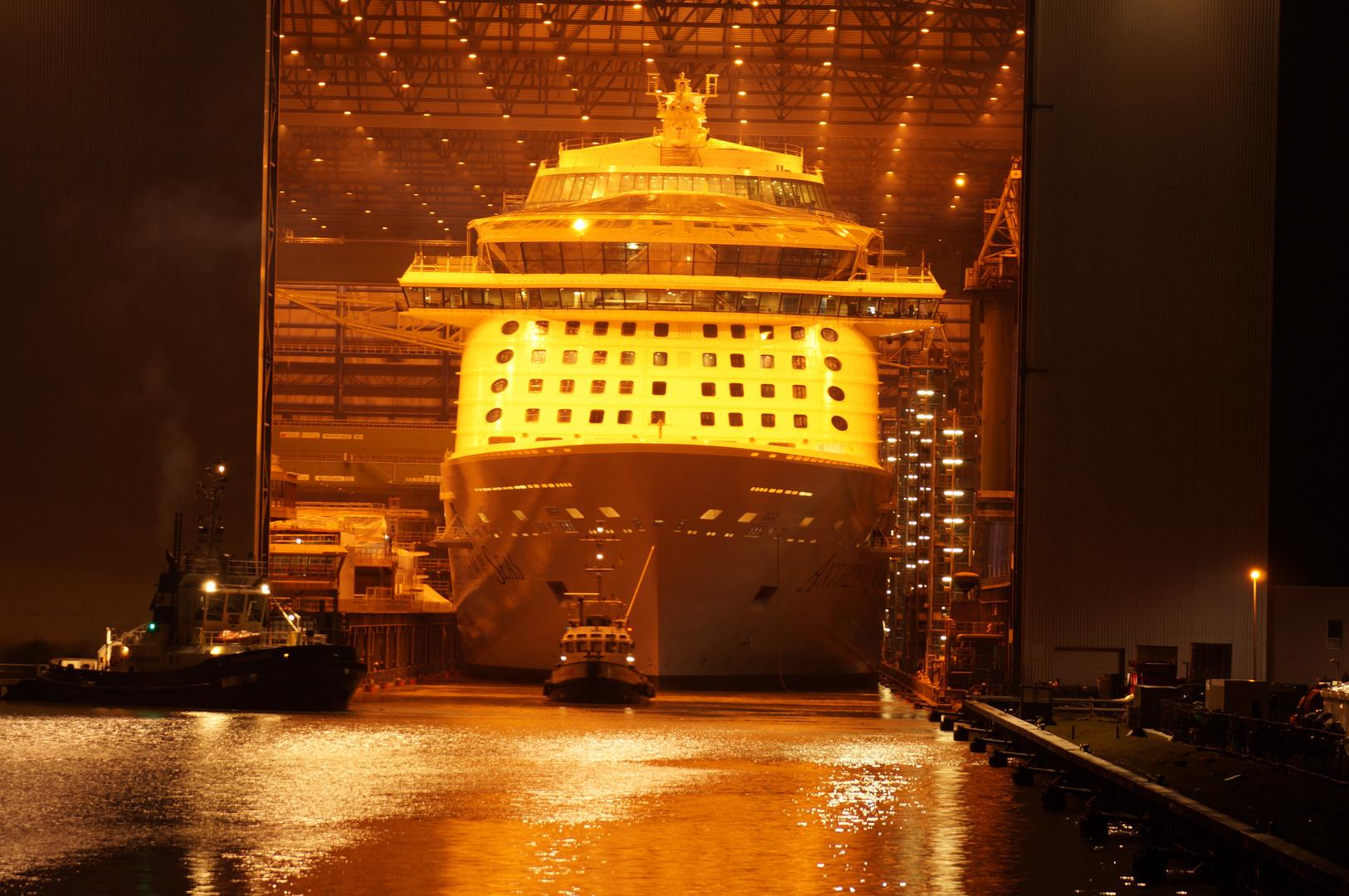Ausdocken auf der Meyer Werft Teil 25