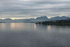 Ausfahrt aus dem Hafen von Ålesund, Norwegen