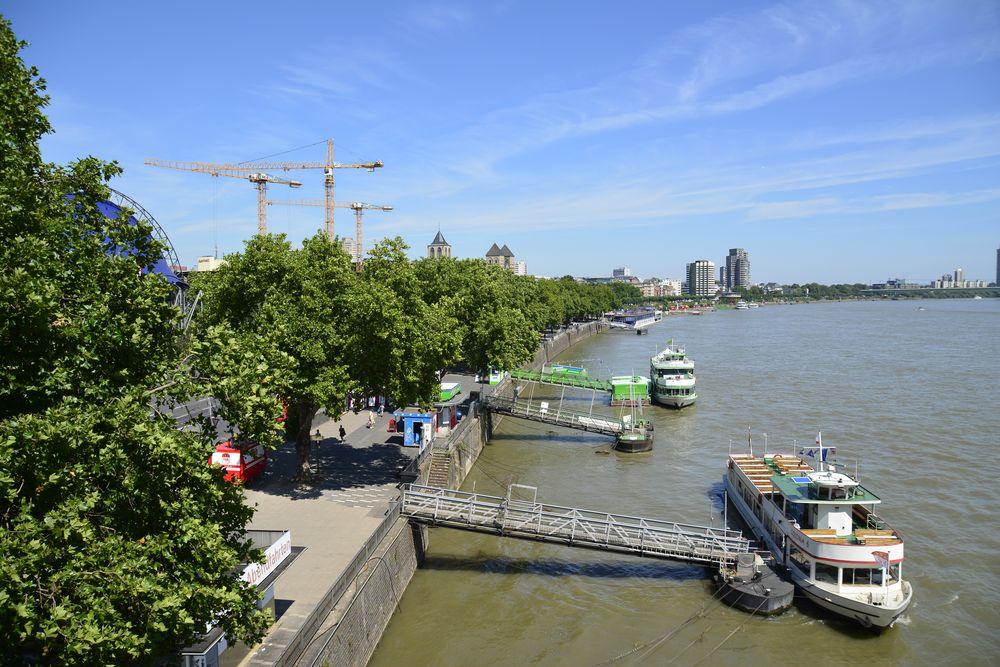 Ausflugsdampfer Köln am Rhein