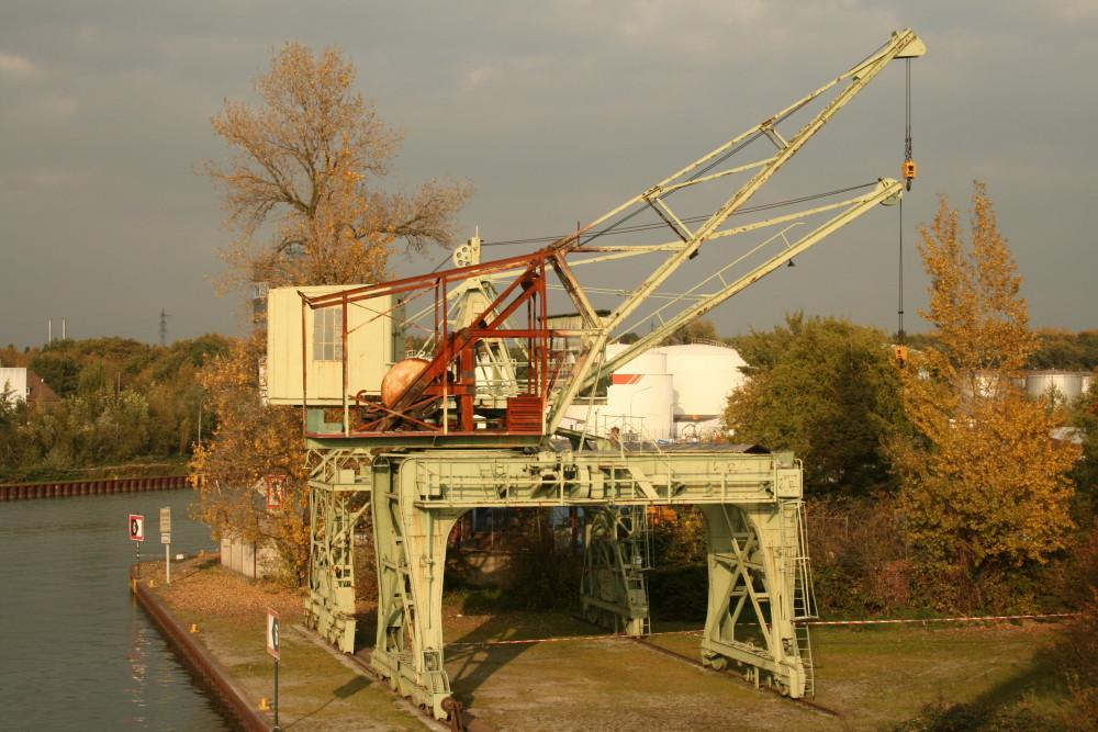 Ausgedienter Ladekran im Dortmunder Hafen ( Dortmund Ems Kanal)