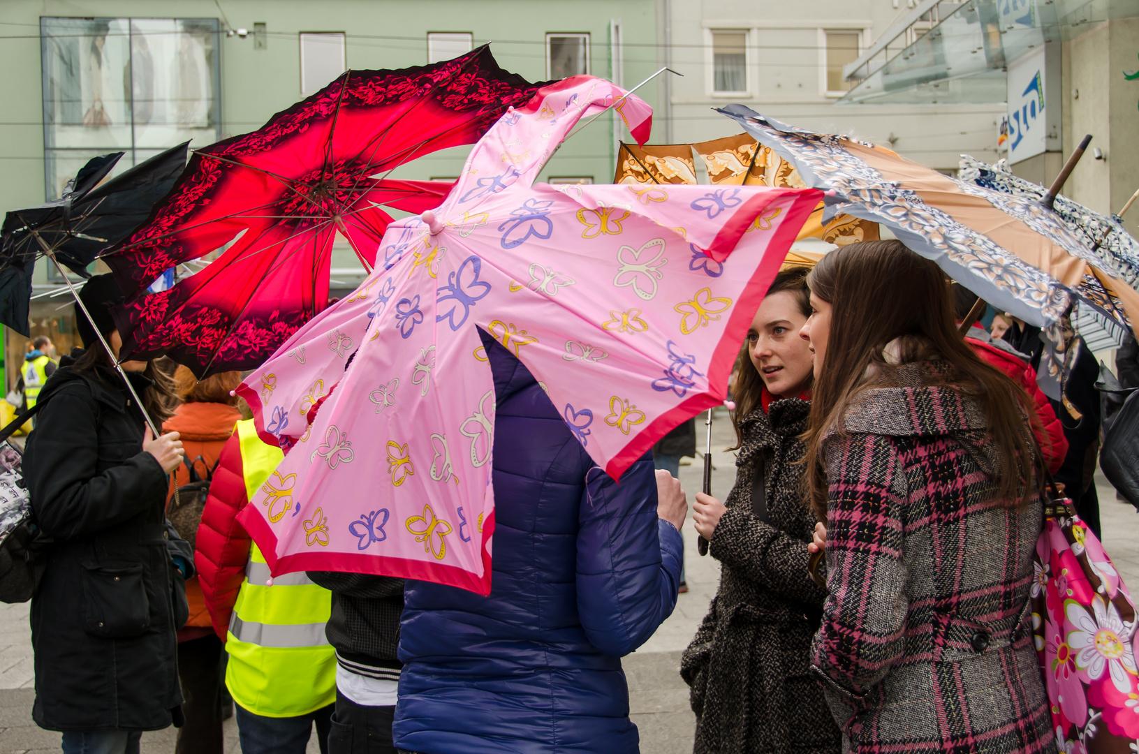 Ausgeflippte Regenschirme