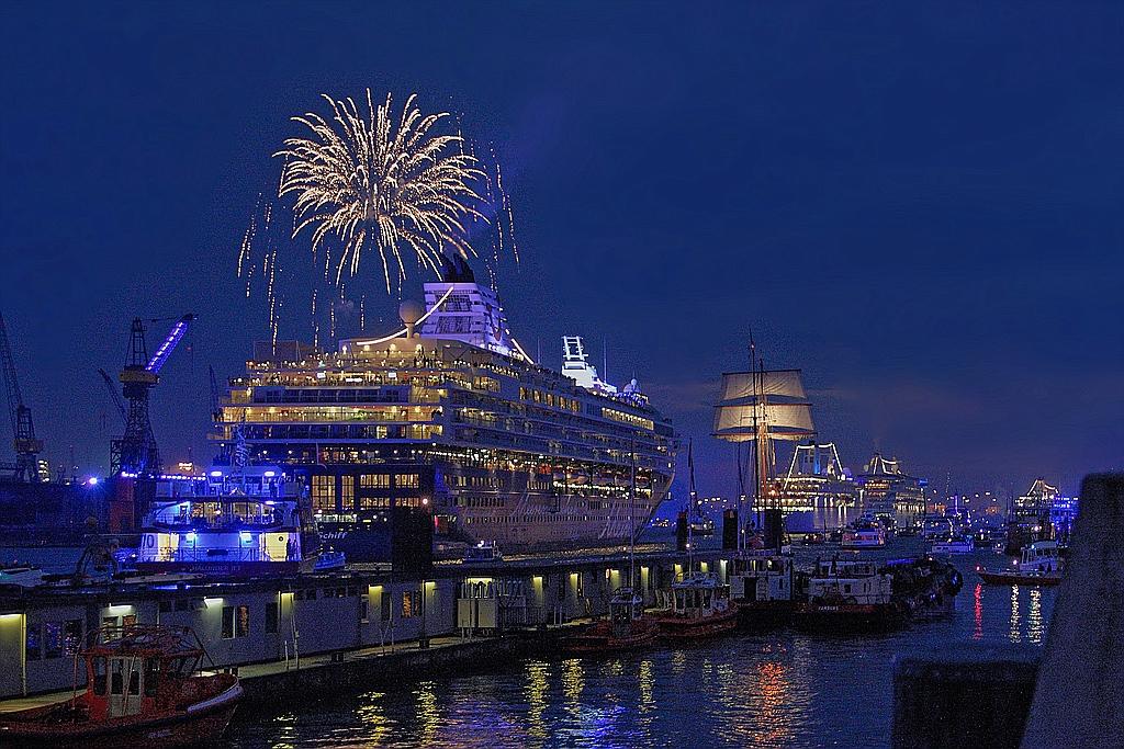 Auslaufparade Hamburg Cruise Days 2010
