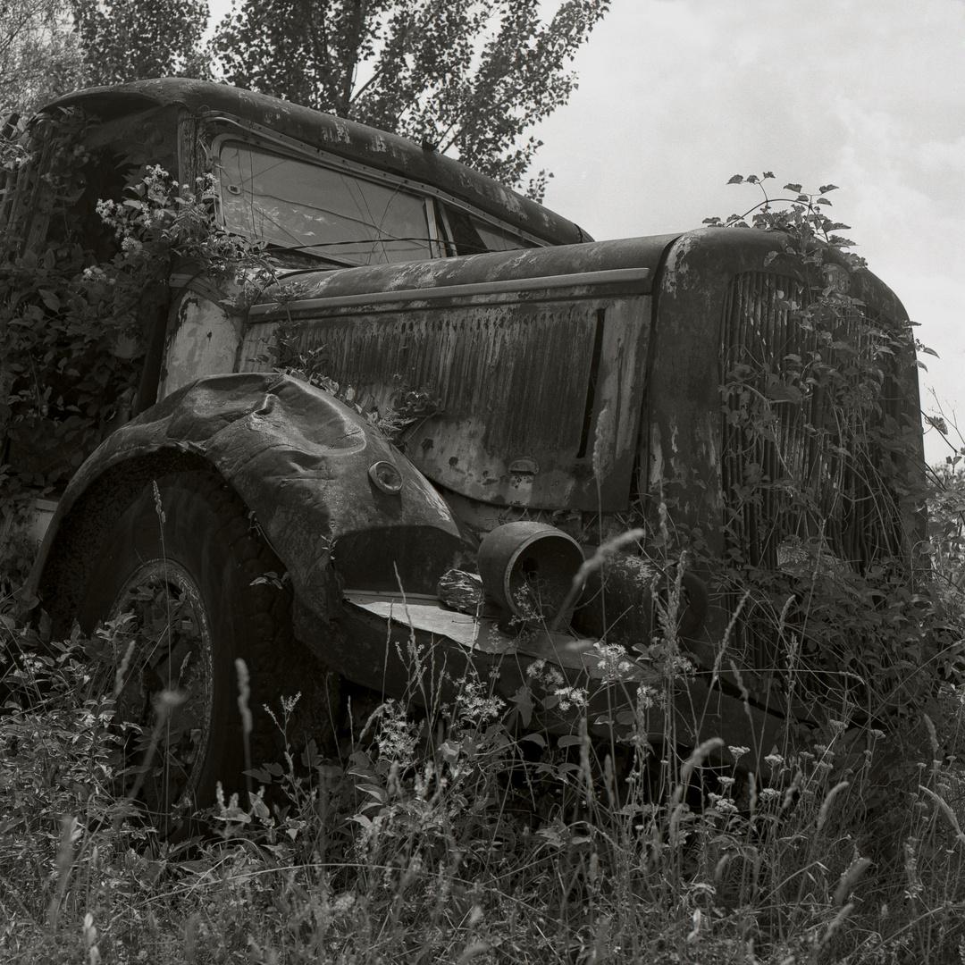 Ausrangierter LKW in einem Travertinbergwerk - Toskana