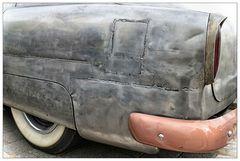 Ausschnitt aus einer Oldtimer-Stahlkarosse