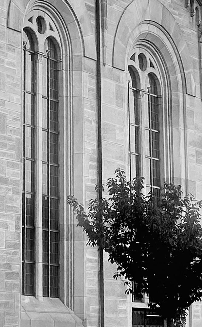 Aussenansichten einer Kirche