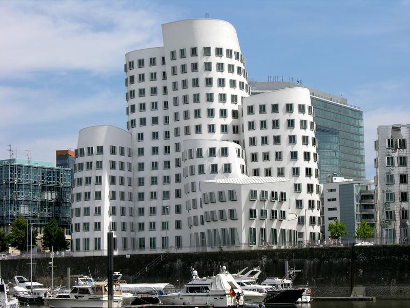 aussergewöhnliche Architektur im Düsseldorfer Medienhafen