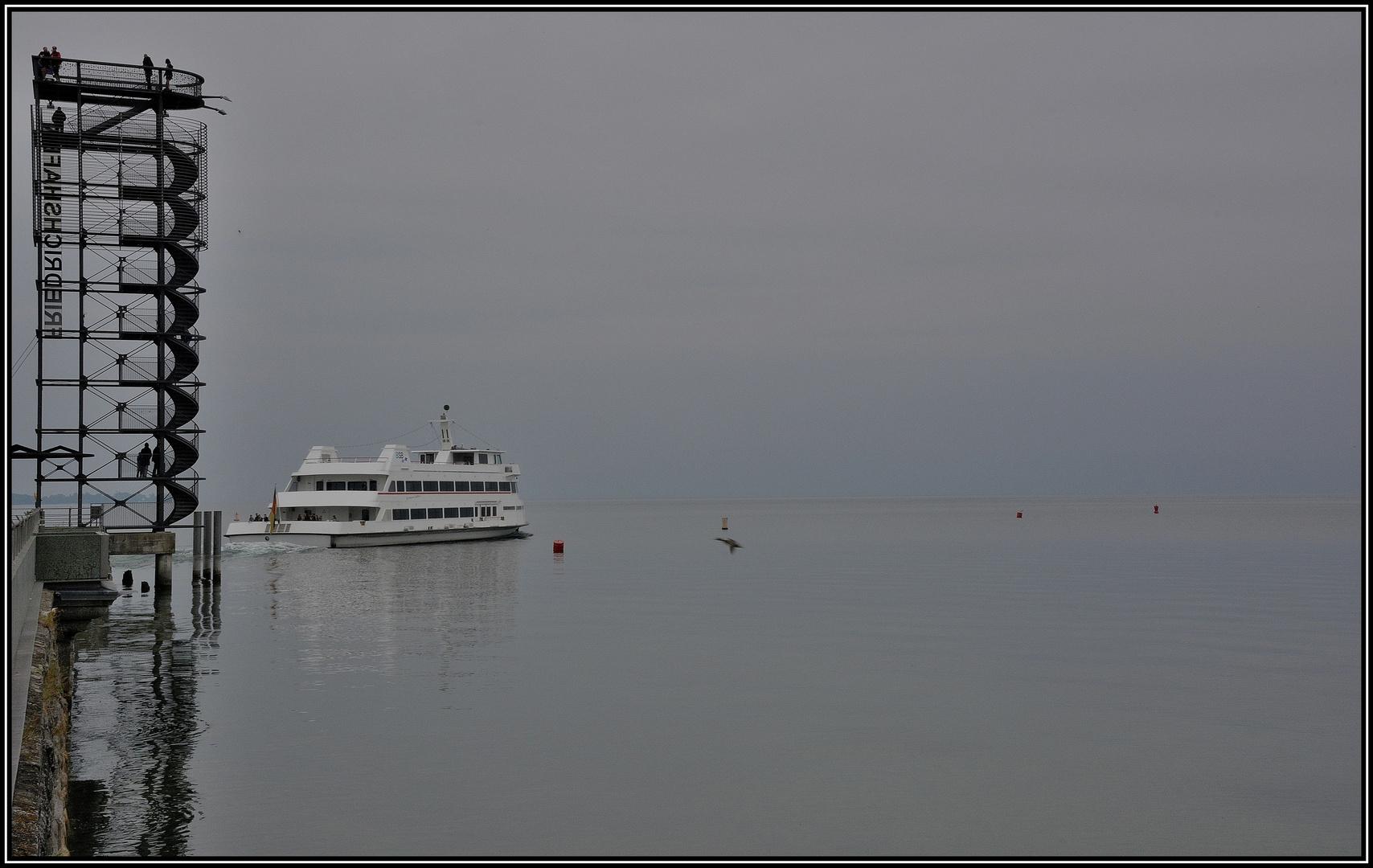 Aussichtsturm an der Hafenmole von Friedrichshafen