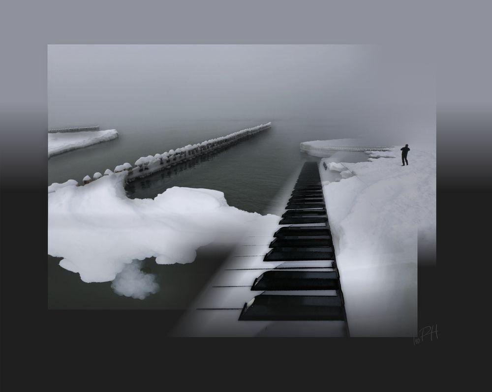 Ausstellung  Zingst:  frozen Piano ---