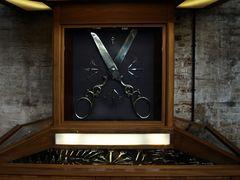 Ausstellungsvitrine einer Solinger Scherenfabrik